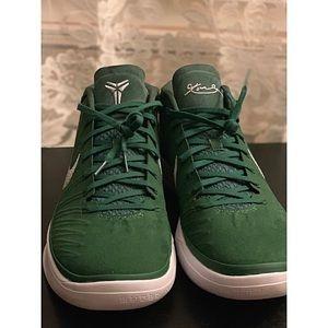 🌿 Nike Kobe A.D. size 11.5